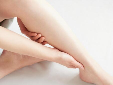 Image of swelling of legs and self-massage