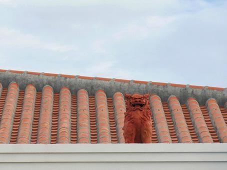 Tile roof 6 Okinawa red tile and Shisa