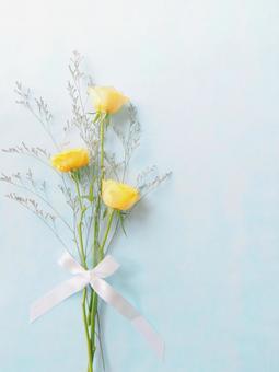 柔和的黃玫瑰(豎圖)