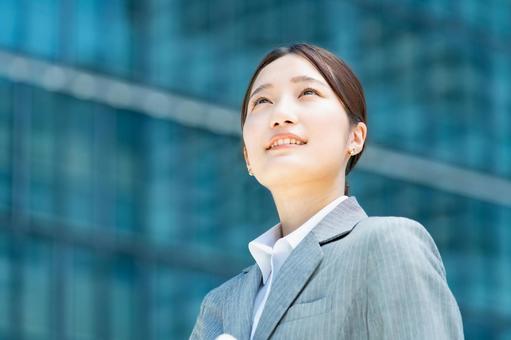 辦公區一位女商人的畫像