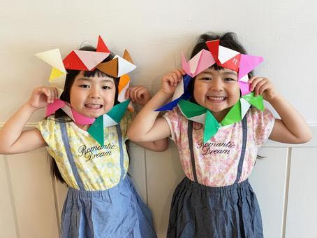 孩子們製作摺紙