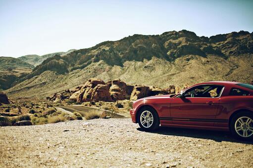 美國自然和紅色汽車