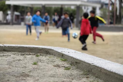 孩子們在公園裡玩