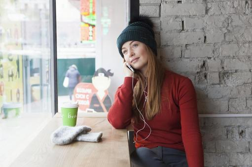 Women listening to music at a cafe 6