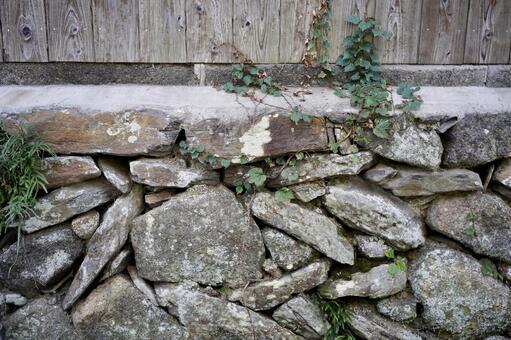 Stone wall and board wall