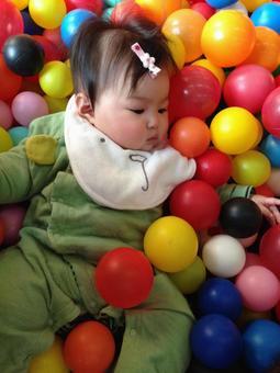 寶寶在玩球
