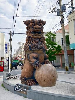 Shisa on Yachimun Street