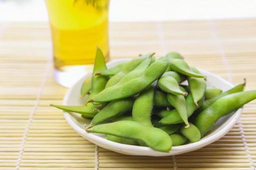 Boiled edamame and beer