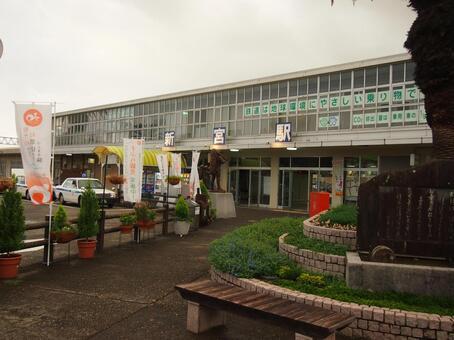 Shinomiya station building