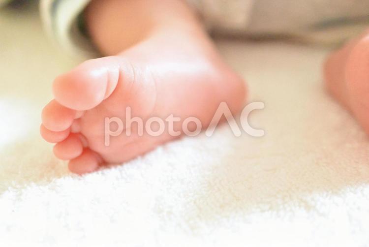 赤ちゃんの足のアップの写真