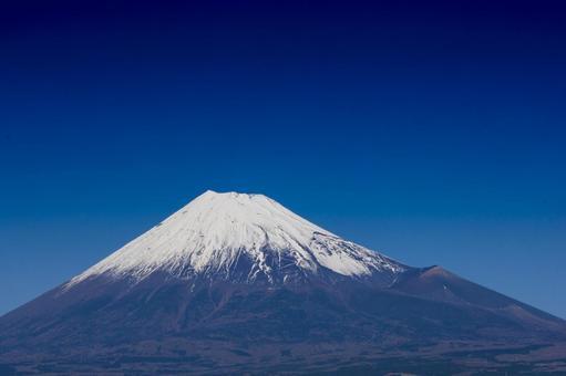 Fuji seen from Fuji city