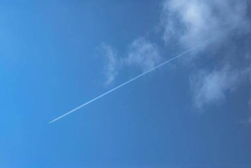 비행운과 구름
