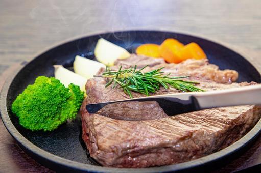 Put a knife in the beef steak