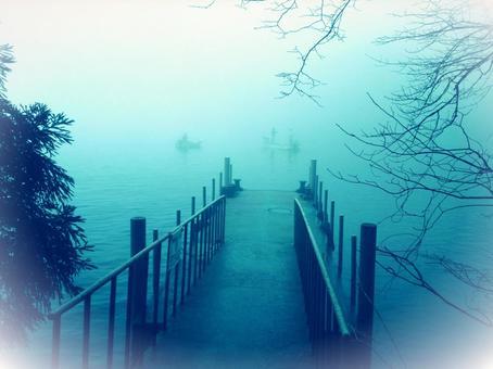 오컬트 새벽 호수