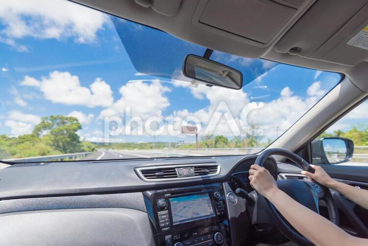 車の運転の写真