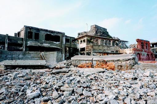 軍艦島の廃れた町