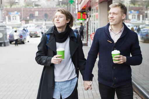 同性戀夫婦20到街上走走