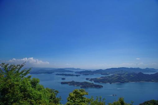 Superb view of the Geiyo Islands and Shimanami Kaido from the Ryuoyama Observatory