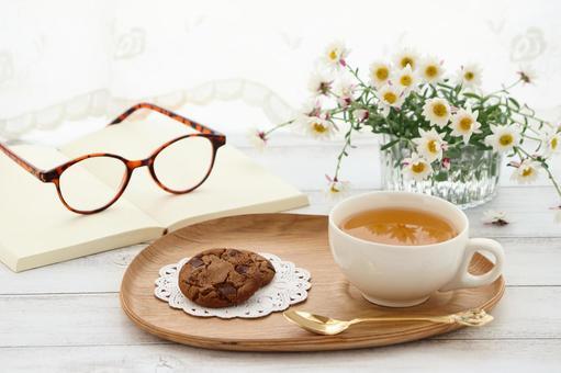 Herbal tea and snacks
