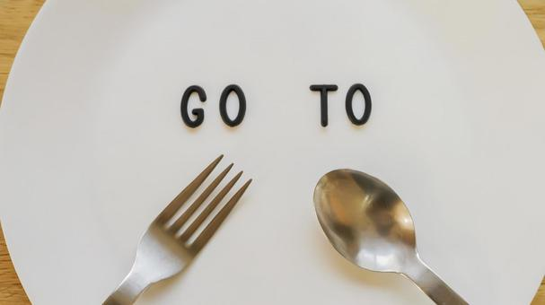 GO TO EAT 10 image material (wood grain background, plate center, up)