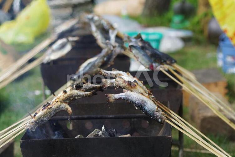 ニジマスの炭火焼の写真