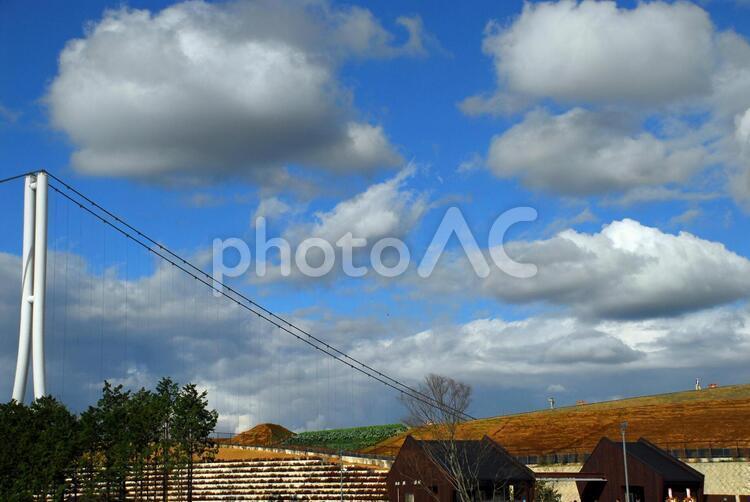 橋と雲の写真