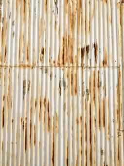 The outer wall of galvanized iron that has rusted due to aging