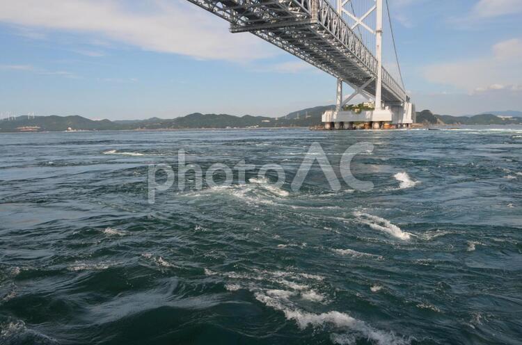 鳴門の渦潮 渦巻の写真