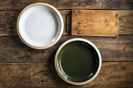 白板和綠板_木桌_頂視圖