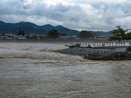 Katsuragawa who increased Arashiyama Togetsu bridge and water