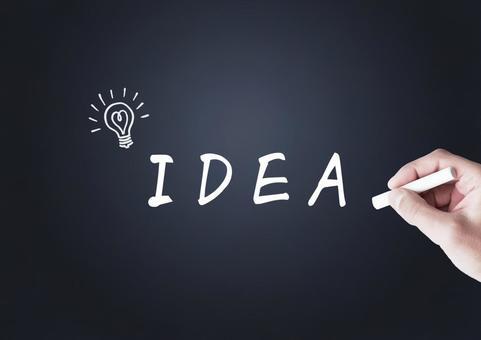 粉筆想法和燈泡標記