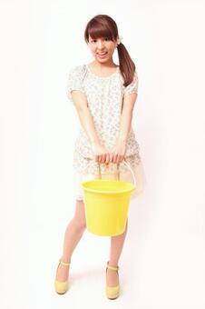 Lady to lift bucket 4