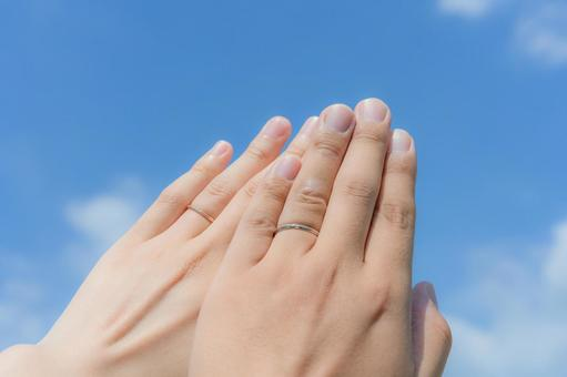 Put your hands on the blue sky and a wedding ring