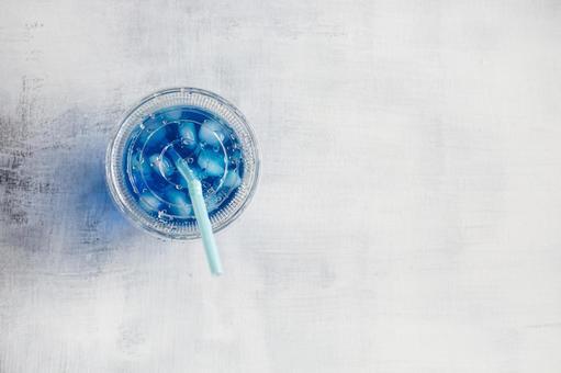 蘇打喉嚨藍色飲料_字符空間