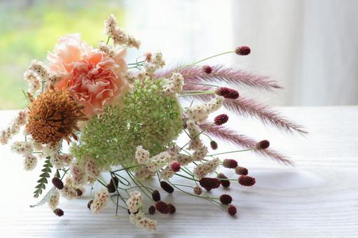 Autumn breeze A small orange bouquet