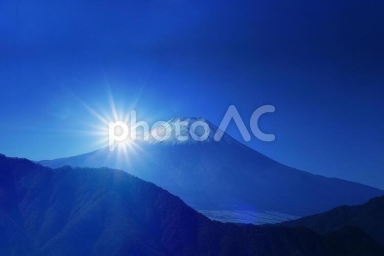 富士山と初日の出の写真