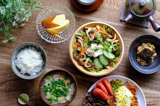 Nutritionally balanced dining table