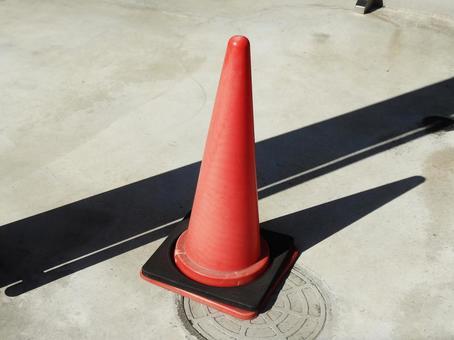 Triangular cone red