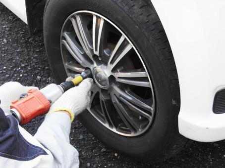 汽车轮胎更换工作
