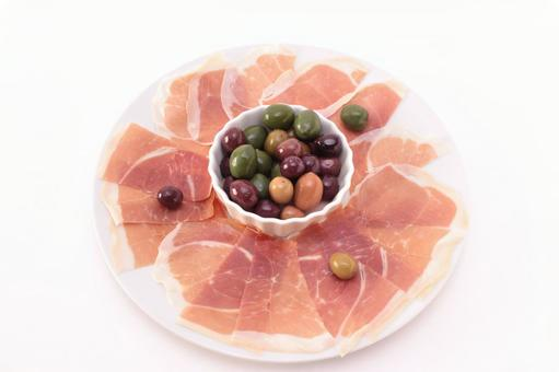 Raw ham and olive 7