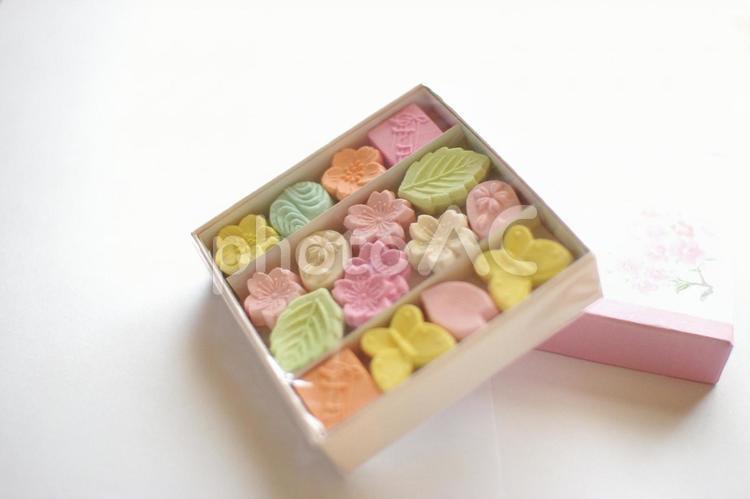 可愛いお干菓子和三盆の写真