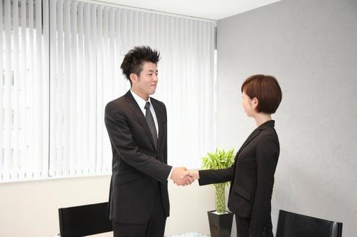 公司員工1握手