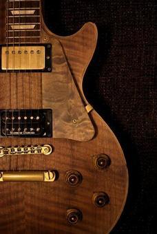 Woodgraining guitar