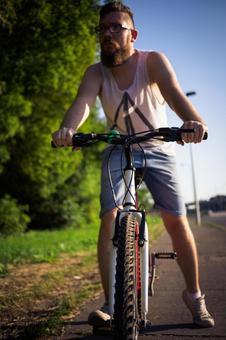 人骑自行车55