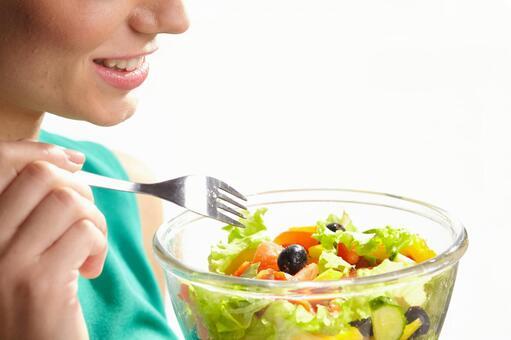 Women who eat salad 6