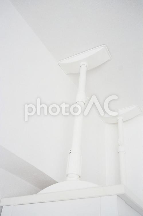 家具転倒防止用突っ張り棒(伸縮棒)の写真
