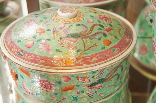 Green tableware 2