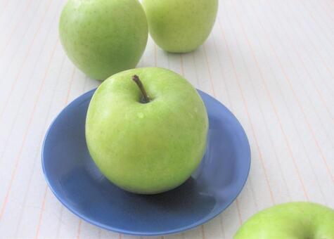 Apples on a blue dish, Wang Lin