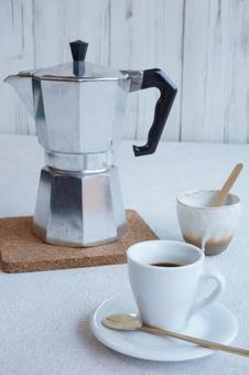 2份意式濃縮咖啡配麥琪娜塔