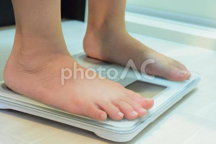 体重計にのるの写真